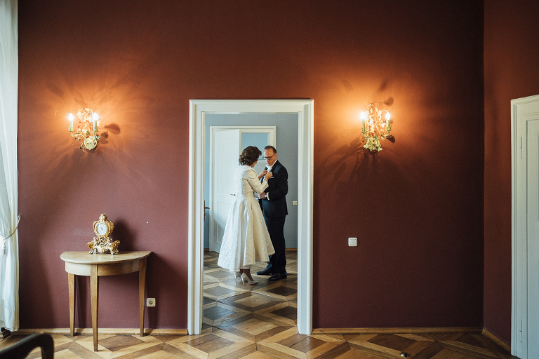 Heiraten in Ostwestfalen, Rubinhochzeit, Schloss Gehrden, Vorbereitungen Brautpaar